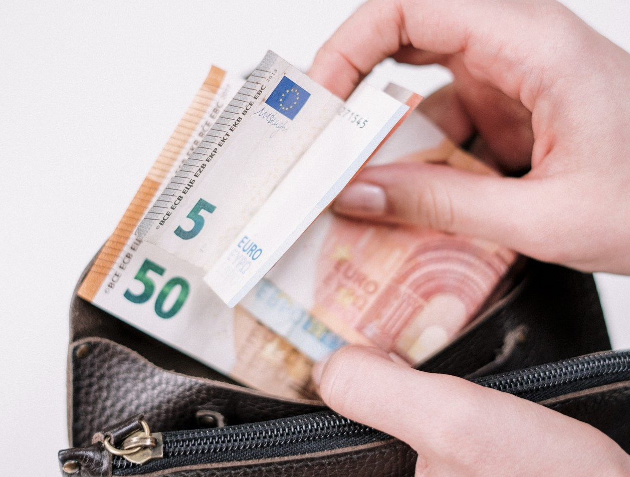 Europa, sì al tetto all'utilizzo del contante. Cosa Cambierà?