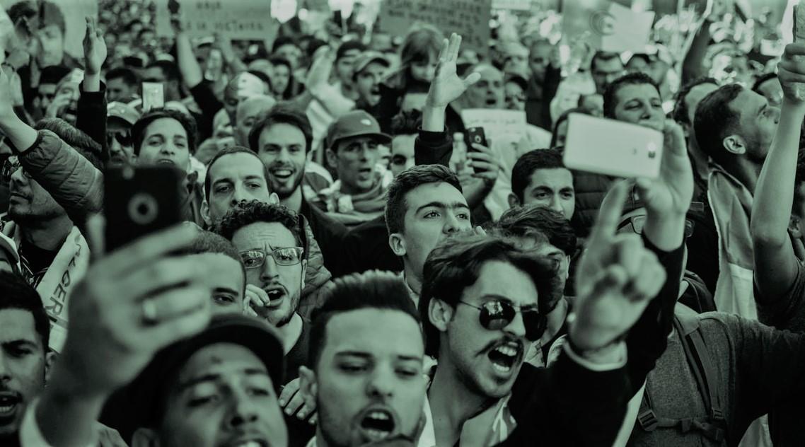 Proteste sul sistema CSAM davanti agli Apple Store